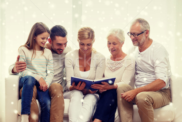 Gelukkig gezin boek home familie geluk Stockfoto © dolgachov