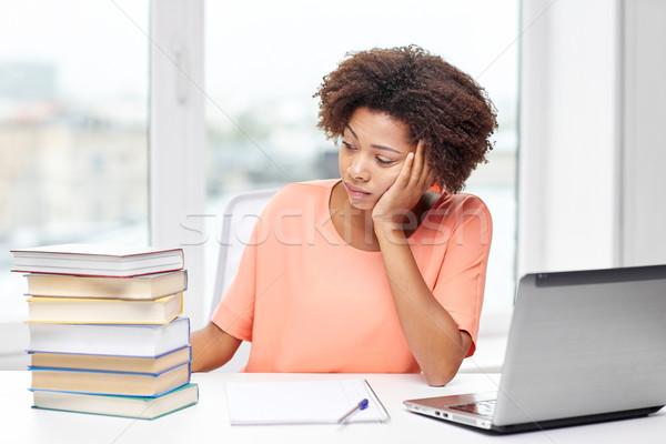 Gelangweilt Frau Hausaufgaben home Menschen Stock foto © dolgachov
