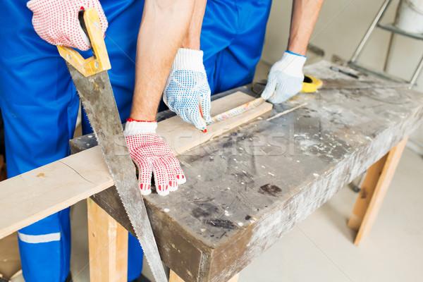 Constructeurs bras vu bord bâtiment Photo stock © dolgachov