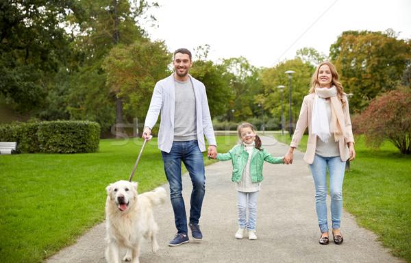Mutlu aile labrador retriever köpek park aile evcil hayvan Stok fotoğraf © dolgachov