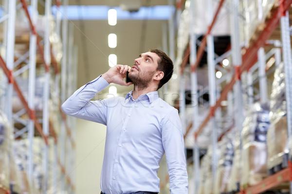 Komoly férfi hív okostelefon raktár nagybani eladás Stock fotó © dolgachov