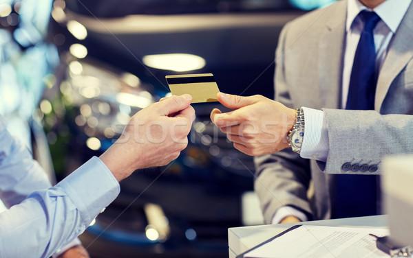 Foto stock: Cliente · tarjeta · de · crédito · salón · auto · negocios