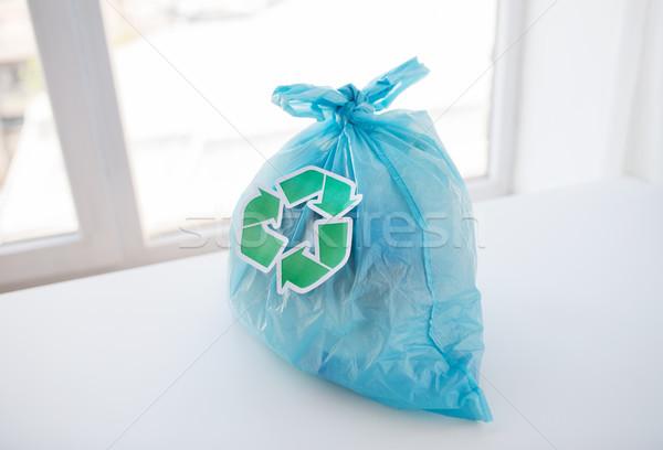 Közelkép hulladék táska zöld újrahasznosít szimbólum Stock fotó © dolgachov