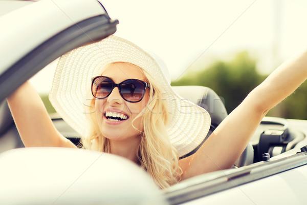 Szczęśliwy kobieta jazdy kabriolet samochodu transportu Zdjęcia stock © dolgachov