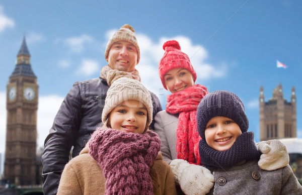 Familia feliz ciudad familia viaje turismo invierno Foto stock © dolgachov