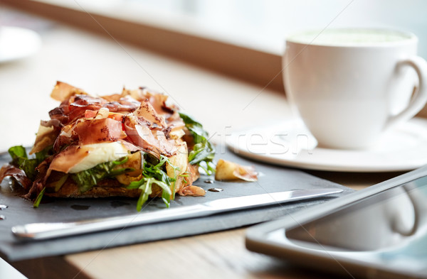 Prosciutto presunto salada pedra prato restaurante de comida Foto stock © dolgachov