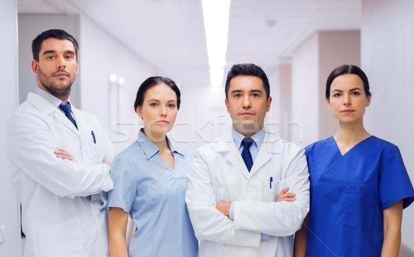 Csoport orvosok kórház klinika hivatás emberek Stock fotó © dolgachov