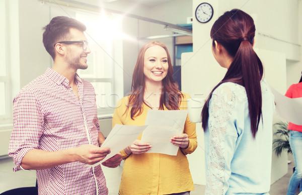 Kreatív csapat kávészünet beszél iroda üzlet Stock fotó © dolgachov