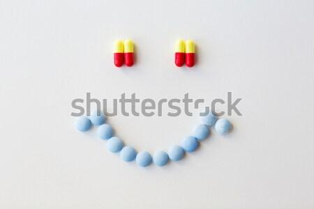 Emoticon diferente pílulas cápsulas drogas medicina Foto stock © dolgachov