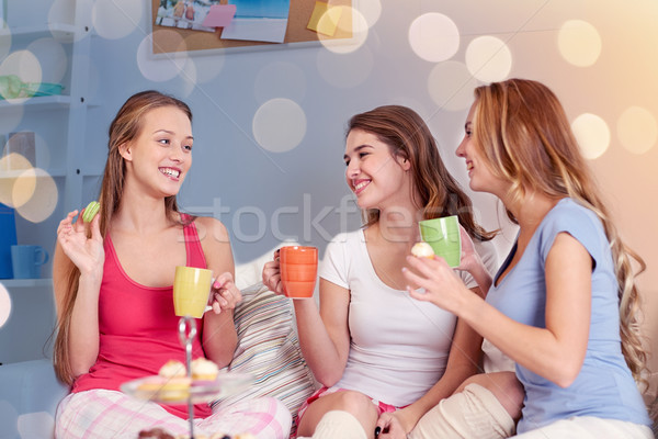 Mutlu içme çay şekerleme ev Stok fotoğraf © dolgachov