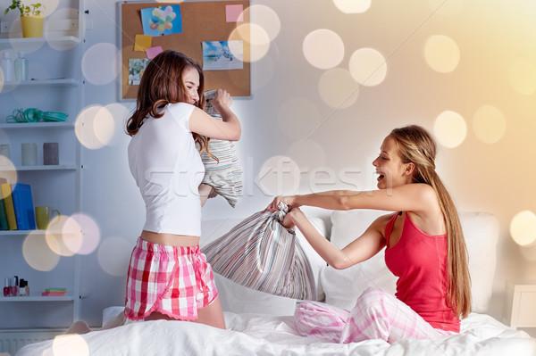 Feliz menina adolescente amigos casa Foto stock © dolgachov