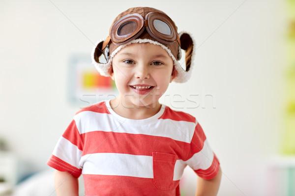 Gelukkig weinig jongen piloot hoed home Stockfoto © dolgachov