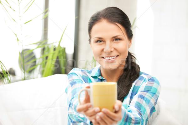 Сток-фото: домохозяйка · кружка · ярко · фотография · женщину · счастливым