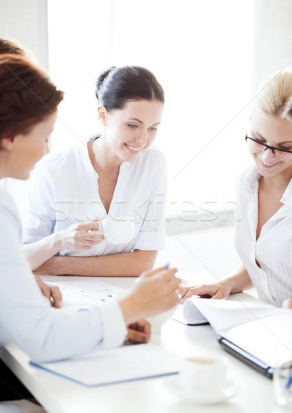 女性実業家 チーム 会議 オフィス ビジネス 笑みを浮かべて ストックフォト © dolgachov