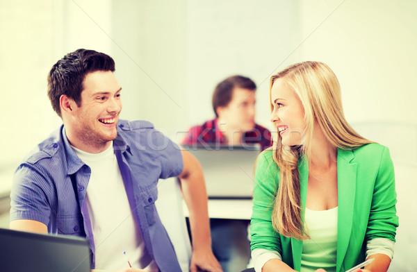 Sorridente estudantes olhando outro escolas quadro Foto stock © dolgachov