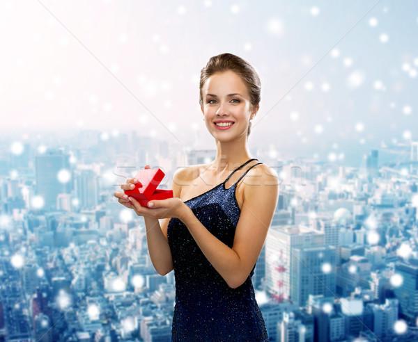 улыбающаяся женщина вечернее платье шкатулке Рождества праздников люди Сток-фото © dolgachov