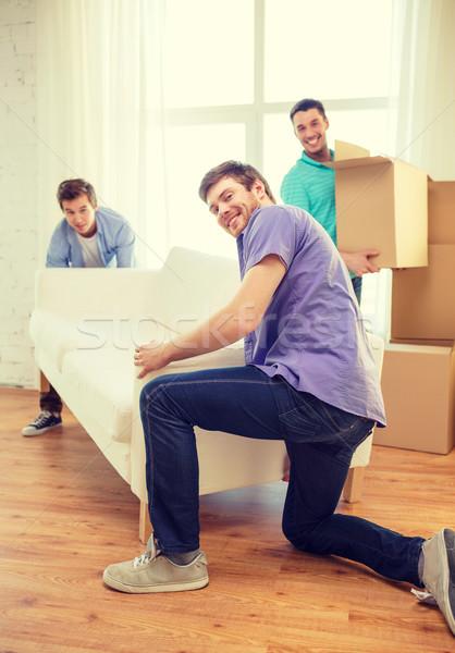 Stockfoto: Glimlachend · vrienden · sofa · dozen · nieuw · huis · bewegende
