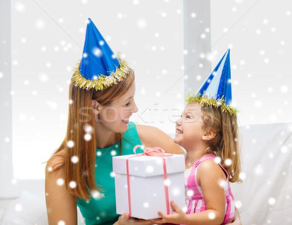 Anya lánygyermek buli sapkák ajándék doboz család Stock fotó © dolgachov