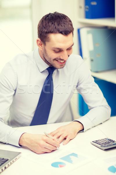 Sorridente empresário laptop documentos escritório negócio Foto stock © dolgachov