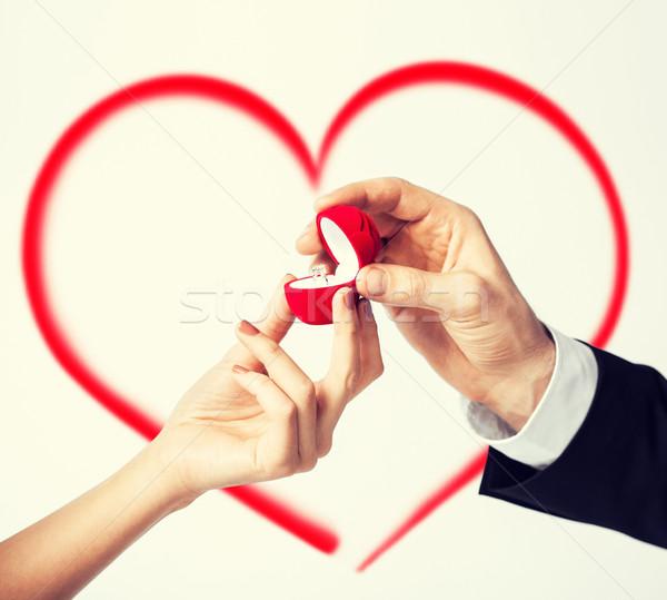 Coppia mani anello di fidanzamento amore famiglia anniversario Foto d'archivio © dolgachov