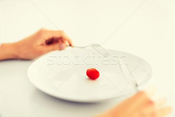 Mulher prato um tomates esportes saúde Foto stock © dolgachov