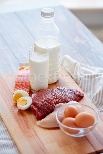 Naturelles protéines alimentaire table en bois Photo stock © dolgachov