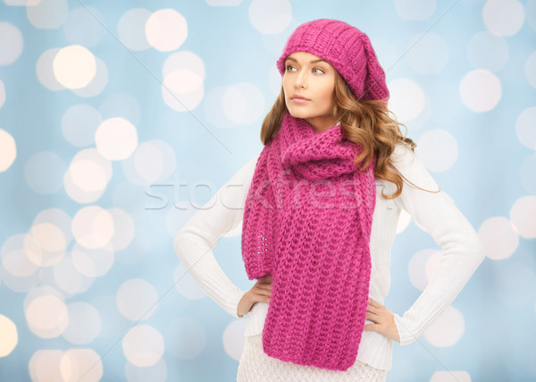 Kobieta hat szalik niebieski światła zimą Zdjęcia stock © dolgachov