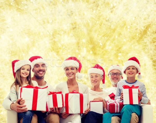 Família feliz ajudante caixas de presente família Foto stock © dolgachov