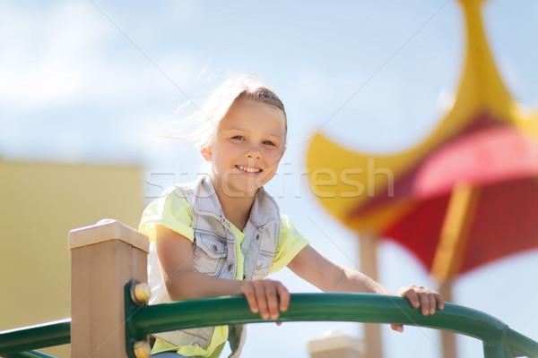 Heureux petite fille escalade enfants aire de jeux été Photo stock © dolgachov