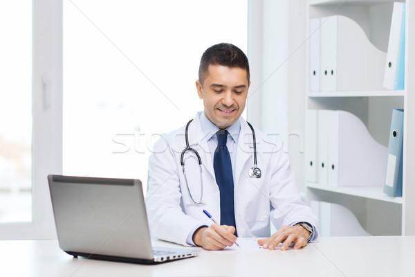 Mosolyog férfi orvos laptop orvosi iroda gyógyszer Stock fotó © dolgachov