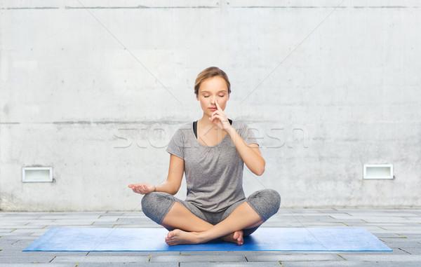 Nő készít jóga meditáció lótusz póz Stock fotó © dolgachov