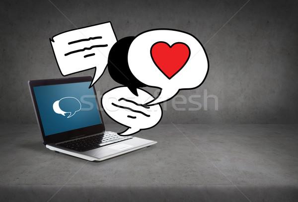 Dizüstü bilgisayar metin kabarcıklar ekran teknoloji sevmek Stok fotoğraf © dolgachov