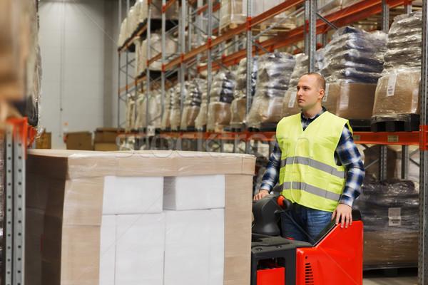 Man heftruck vracht magazijn groothandel Stockfoto © dolgachov