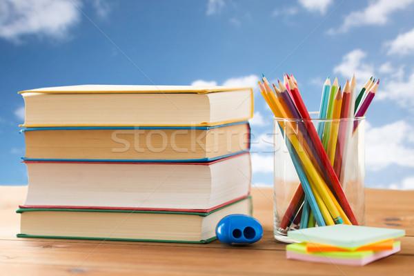 Közelkép zsírkréták szín ceruzák könyvek oktatás Stock fotó © dolgachov