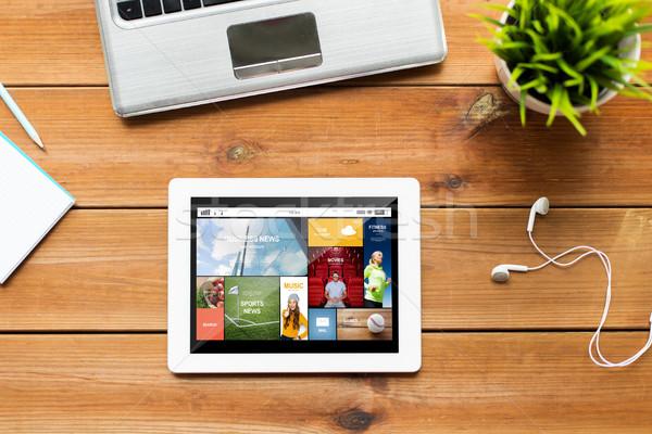 Bilgisayar ahşap masa eğitim iş Stok fotoğraf © dolgachov