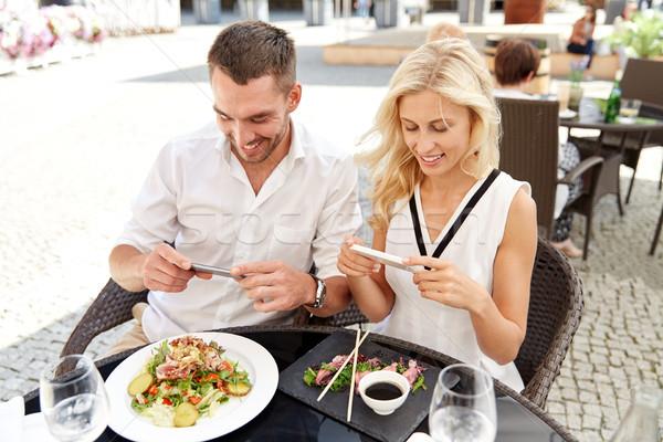 Feliz Pareja alimentos tecnología personas Foto stock © dolgachov