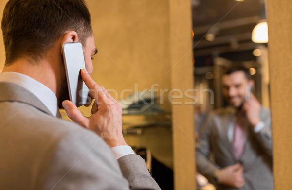 男 呼び出し 携帯電話 ストア 販売 ストックフォト © dolgachov