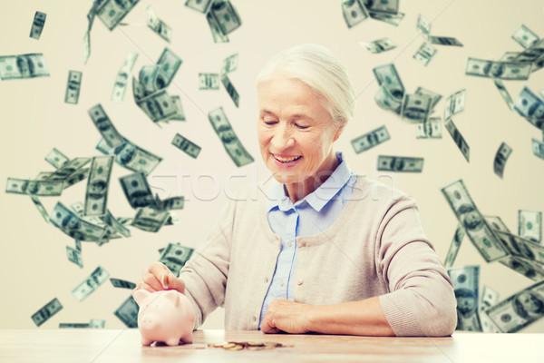 Stockfoto: Senior · vrouw · geld · spaarvarken · home · spaargeld