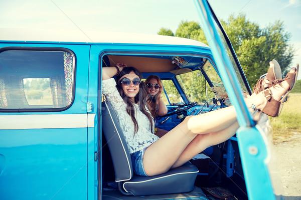 Glimlachend jonge hippie vrouwen Stockfoto © dolgachov