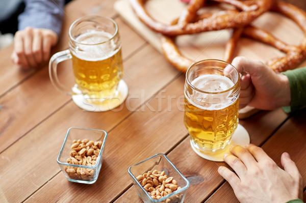 Handen bier bar pub mensen Stockfoto © dolgachov