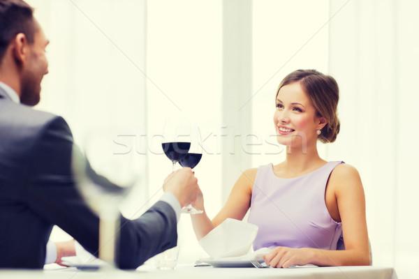 Mulher jovem olhando namorado marido restaurante casal Foto stock © dolgachov