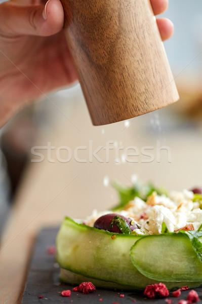 Közelkép kéz só shaker saláta étel Stock fotó © dolgachov