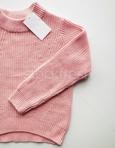 關閉 毛線衣 毛線衣 價格 標籤 衣服 商業照片 © dolgachov