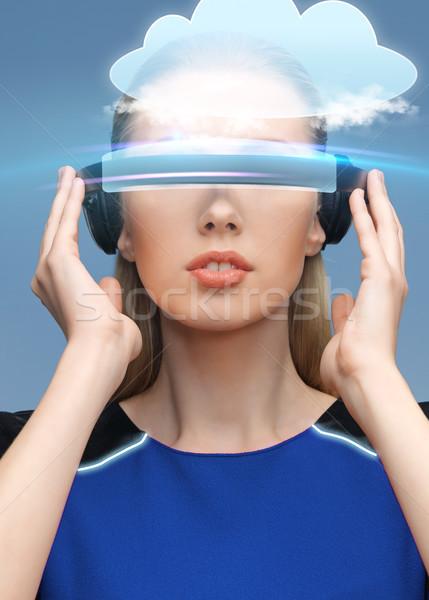 Kadın sanal gerçeklik 3d gözlük bulut bilim Stok fotoğraf © dolgachov