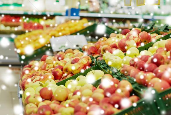 Olgun elma bakkal pazar meyve hasat Stok fotoğraf © dolgachov