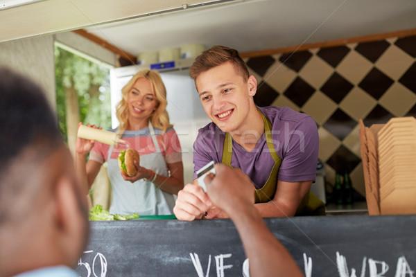 продавцом клиентов кредитных карт продовольствие грузовика Сток-фото © dolgachov