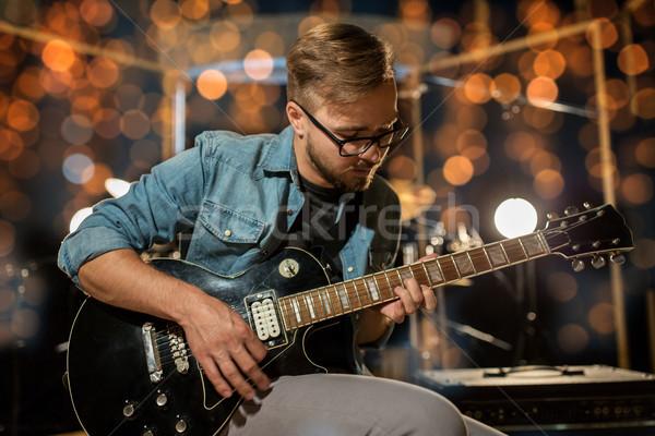 Muzikant spelen gitaar studio lichten muziek Stockfoto © dolgachov