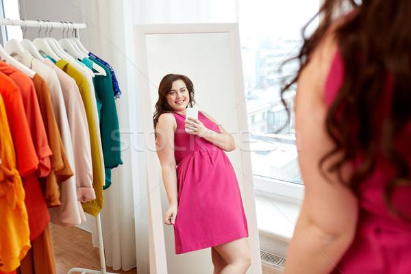 Plus size nő elvesz tükör otthon ruházat Stock fotó © dolgachov