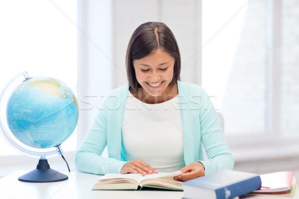 Insegnante mondo libro scuola istruzione viaggio Foto d'archivio © dolgachov