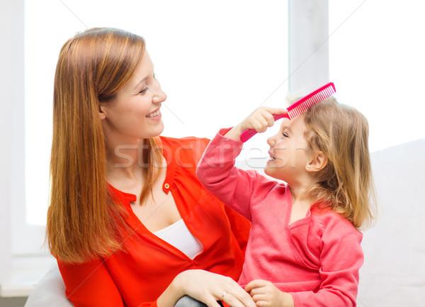 Mutlu anne kız tarak aile çocuklar Stok fotoğraf © dolgachov